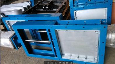 百叶窗式电动挡板门、电动回转门是专为大型风道设计的一种风道隔绝门